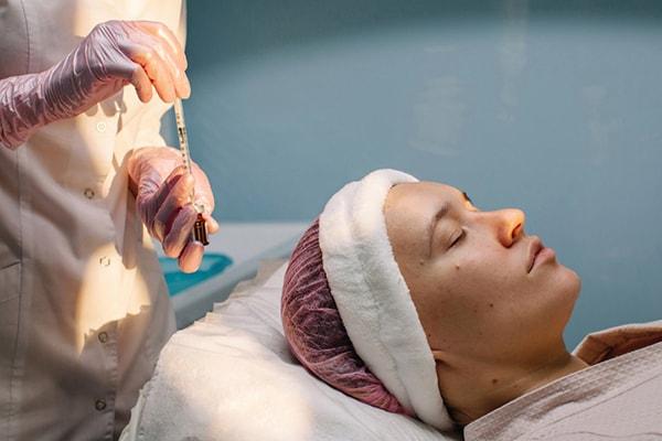 چه کسی می تواند عمل تزریق بوتاکس را انجام دهد؟