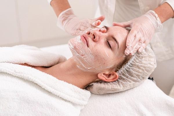 مراقبت از پوست صورت بعد از لیزر جای جوش