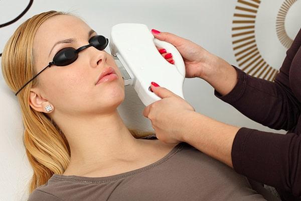 آسیب چشمی در لیزر مو